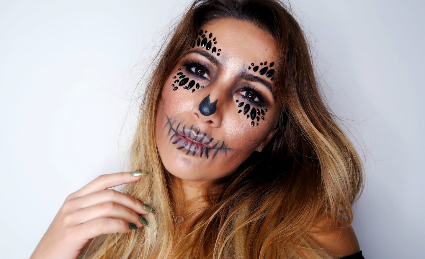 HALLOWEEN HOW TO: EASY SKULL MAKE UP